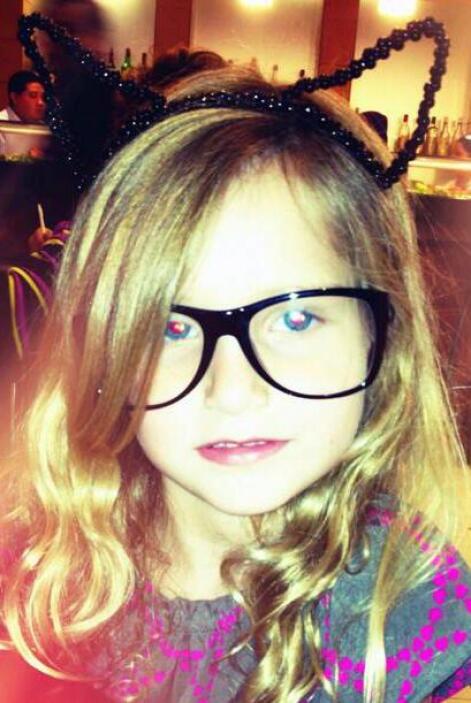 Elissa se deja querer por sus famosos papás.