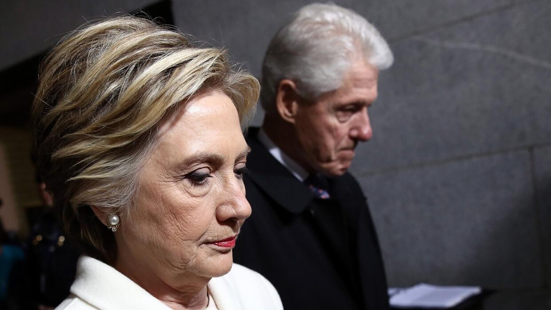 El suspiro de Hillary Clinton antes de salir a la inauguración de Donald...