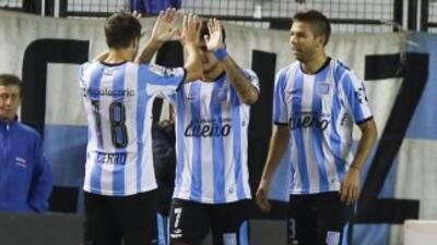 Racing se impuso al Wanderers uruguayo.