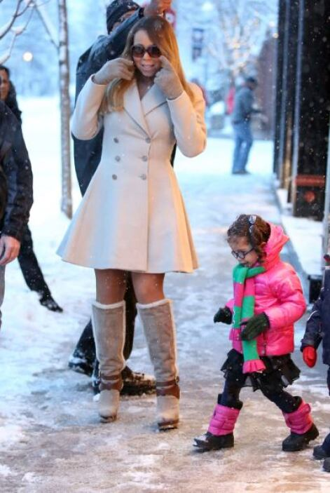 Tanto que, mientras los pequeños jugaban con la nieve que abundaba, Mari...