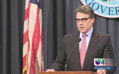 Rick Perry toma acciones contra los migrantes
