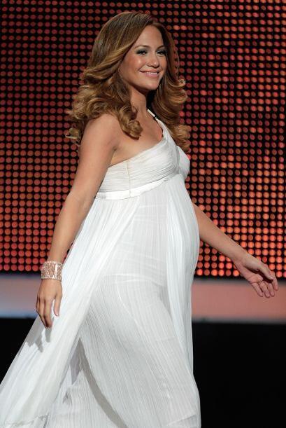 La 'Diva del Bronx' J.Lo. lucía más que angelical enfundada en este vest...