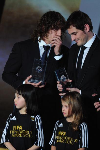 Puyol y Casillas platicaban a escondidas.