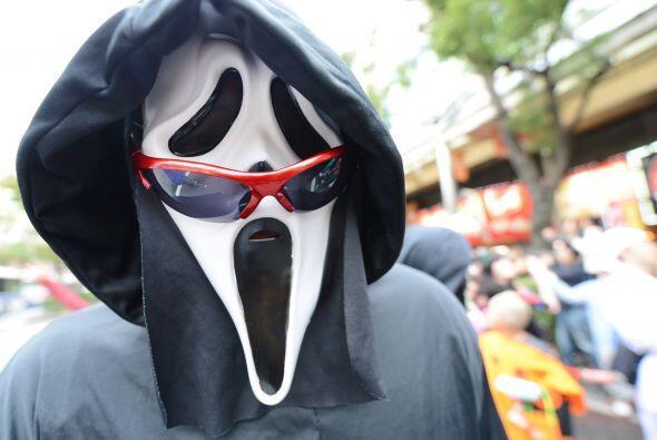Y ni qué decir de quien usa esta famosa máscara, de la que hay millones...