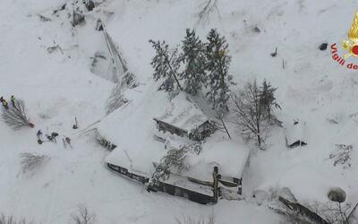 Alud sepulta un hotel en Italia dejando decenas de muertes