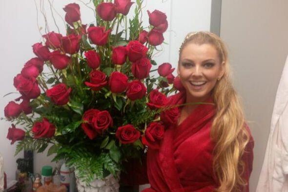 La guapa Marjorie de Sousa recibió unas flores de un admirador secreto....