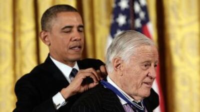 En la imagen del 20 de noviembre de 2013, Ben Bradlee recibe la Medalla...