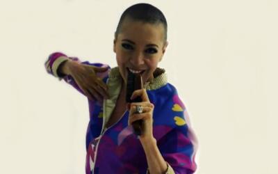 La actriz y bailarina mexicana Edith González baila, se rí...