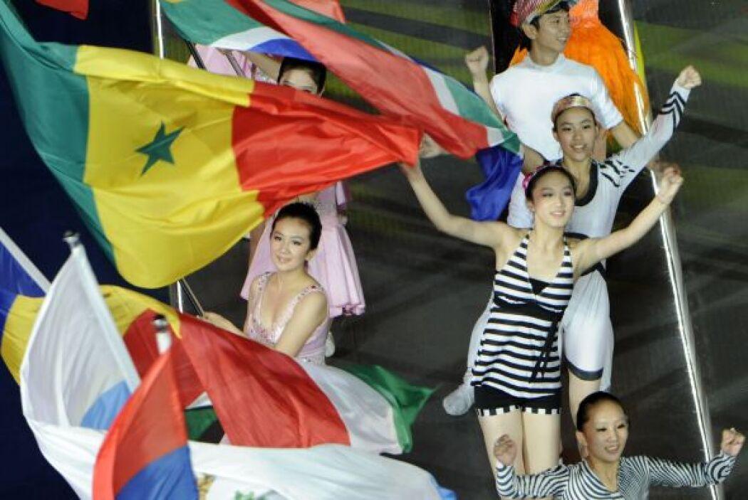 Las banderas de los países participantes engalanaron el cierre de la jus...