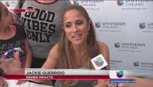 Jackie Guerrido firma autógrafos en Chicago