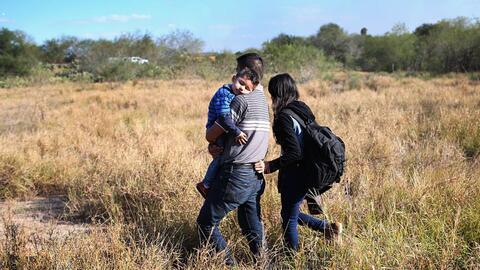 Traer a niños indocumentados puede poner en riesgo de deportación a sus...