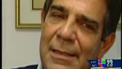 El comisionado del condado Miami-Dade, Xavier Suárez, le envió al alcald...