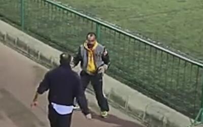 Fueron a ver a sus hijos jugar fútbol, pero terminaron a golpes en frent...
