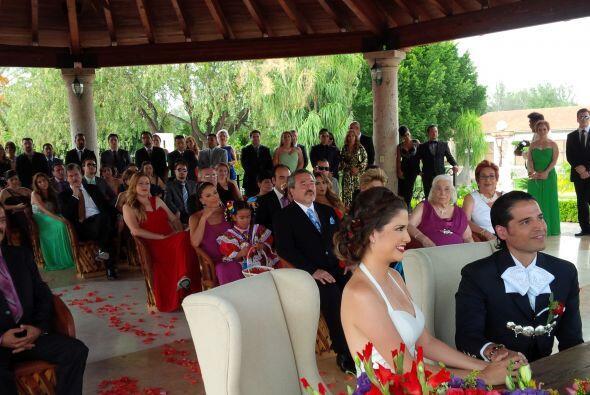 Por fin el momento tan esperado llegó. Comenzó la ceremonia de matrimoni...