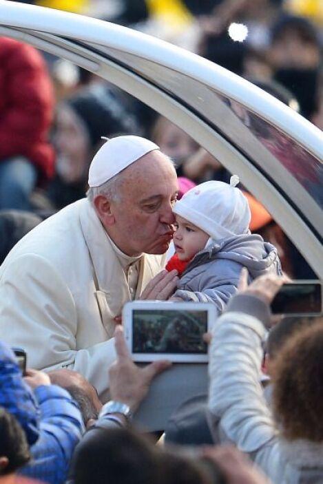 Es así como Francisco ha demostrado su amor a los niños.