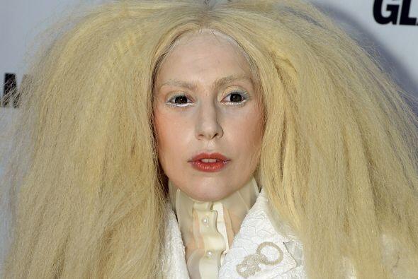 Lady Gaga fue elegida este año por la revista Glamour como la mujer de año.