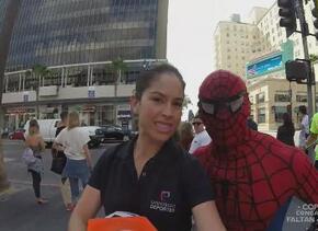 Ana Caty en Los Ángeles desafió a superheroes con un balón