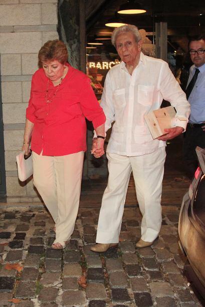 A la salida pudimos ver a los padres de la cantante, William y Nidia.