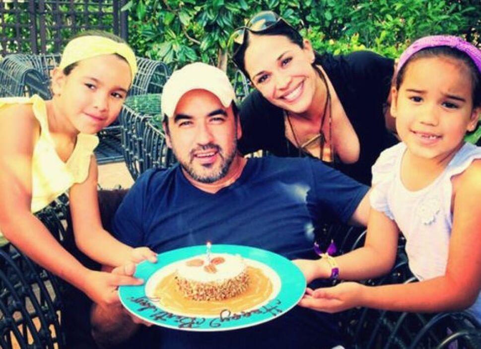 """""""El rey de la casa! #felices40 #teamamos"""", escribió Karla. (Febrero 22,..."""