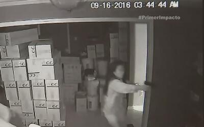 Mujer recibe a tiro limpio a tres ladrones cuando intentaban entrar en s...