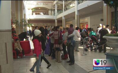 Residentes de Sacramento abarrotan tiendas para hacer compras de último...
