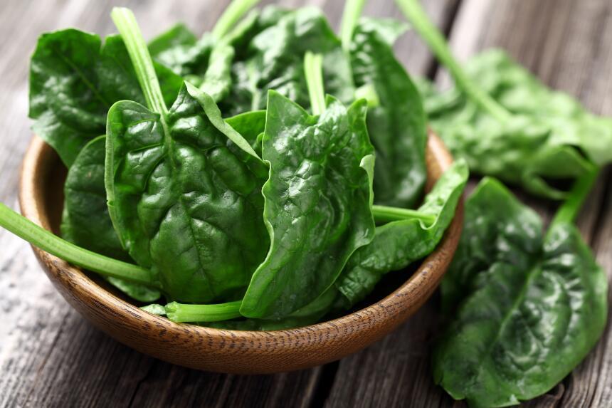 Las espinacas son un alimento que no debería faltar en tu dieta....