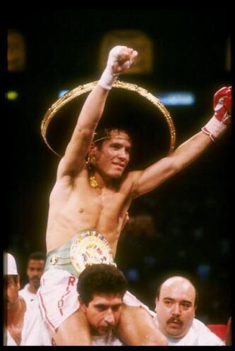 La marca de Julio César Chávez es de: 115 peleas, 107 triunfos, 86 nocau...