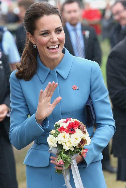 Para lograr un mejor 'outfit', la Duquesa se inclinó por una cart...
