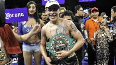Andrés 'Jaguar' Gutiérrez se levantó de la lona para vencer a Mario Mací...