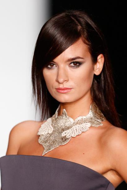 Si quieres algo mucho más sofisticado, entonces un collar de pura plata...