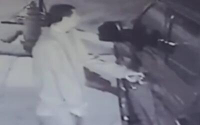 Buscan a un sujeto vinculado al robo de vehículos estacionados en dos ve...