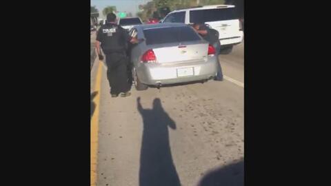 En video: arrestan a una mujer indocumentada después de dejar a su hija...