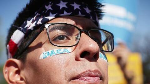 DACA protege a entre 1.2 y 1.3 millones de jóvenes indocumentados conoci...