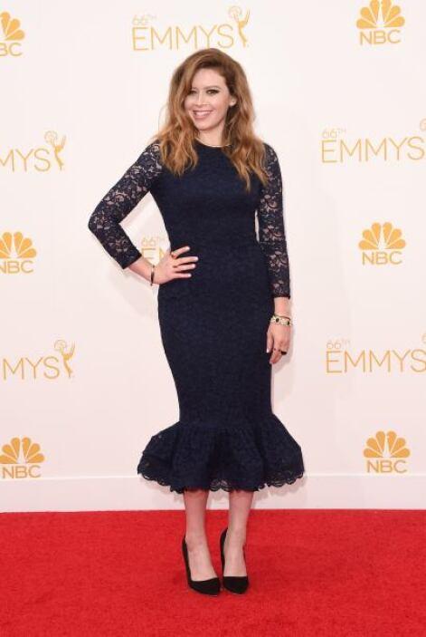 Tal parece que el vestido de Natasha Lyonn se encogió, ¿no les parece?