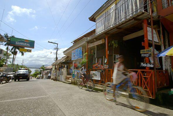 En las islas caribeñas, los garífunas permanecieron por décadas hasta el...