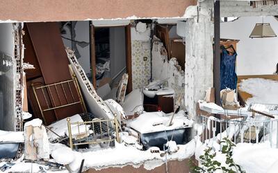 Al menos 30 personas están atrapadas en un hotel tras avalancha de nieve...