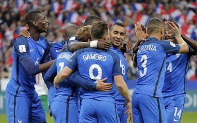 Italia no pasa del empate con Irlanda y pierde a Montolivo por lesión AP...