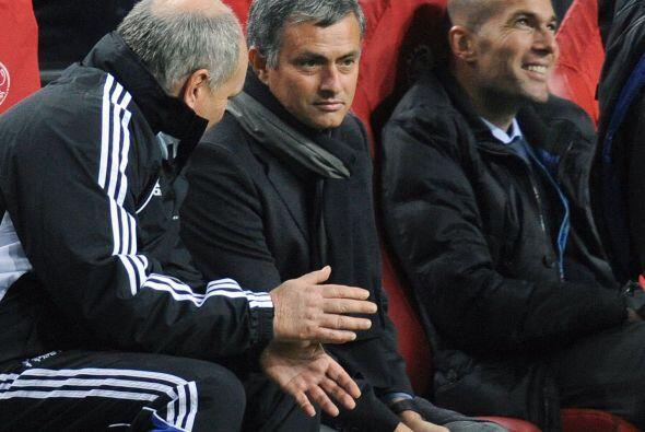 Zinedine Zidane estuvo cerca del técnico  pero no participó de la 'supue...