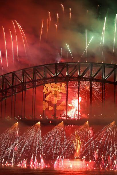 Una lluvia de luces adornaron el cielo de la ciudad de Sídney. Australia.