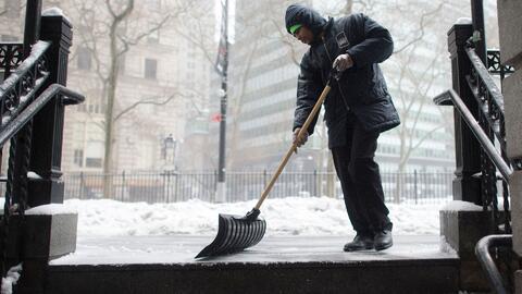 Labores de limpieza avanzan sin descanso en El Bronx