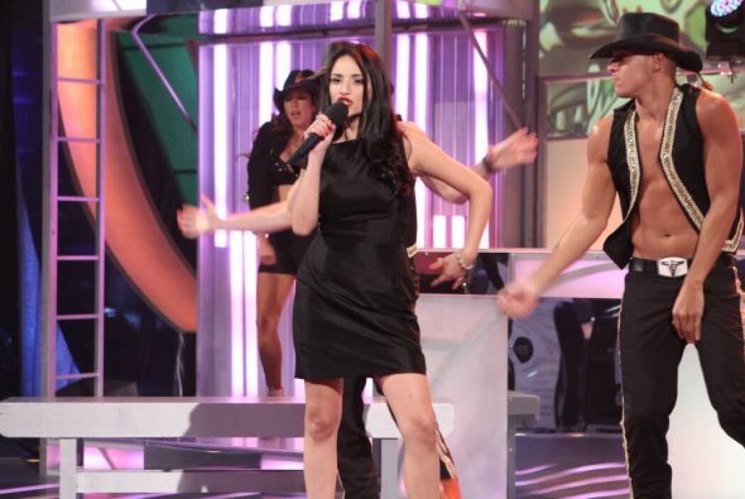 La siguiente participante fue Laura imitadora de Natalia Jiménez.