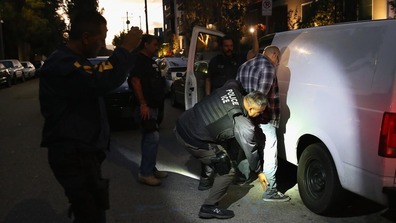 ¿Qué pasa si eres detenido por ICE y tus hijos están contigo?