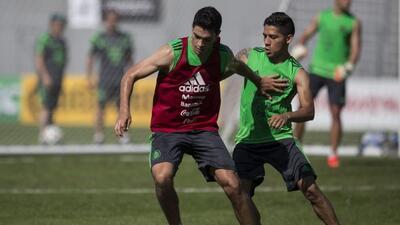 Jiménez y Aquino, compañeros en Selección Mexicana, no pasan por su mejo...