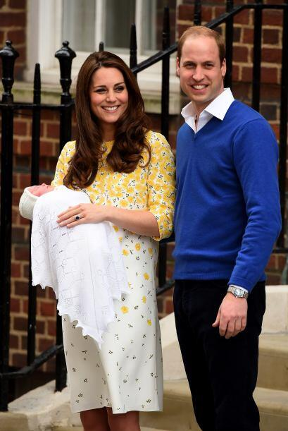 Kate y William salieron del hospital St Mary's de Londres poco después d...