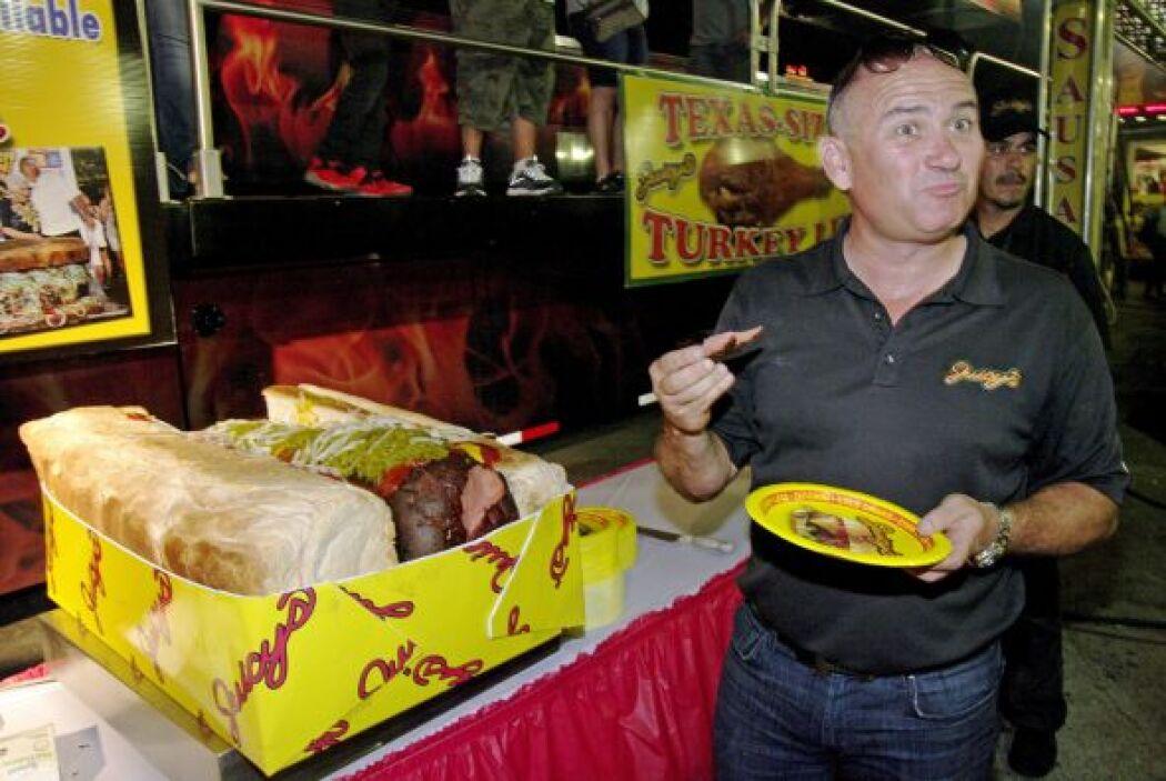 """""""Hay un tipo de Chicago que tenía el récord anterior de 'hot dog'"""" dijo..."""