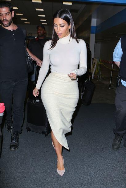 Kim no dejó de presumir sus espectaculares curvas, además de pasear por...