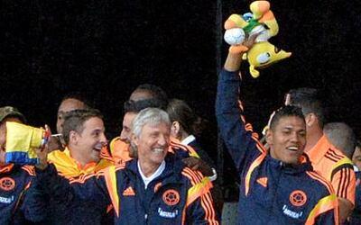 Colombia recibió este domingo con alfombra roja y una multitudinaria fie...
