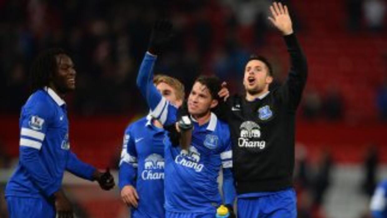Toda la plantilla de los 'Toffees' felicitaba a Oviedo por su valioso go...