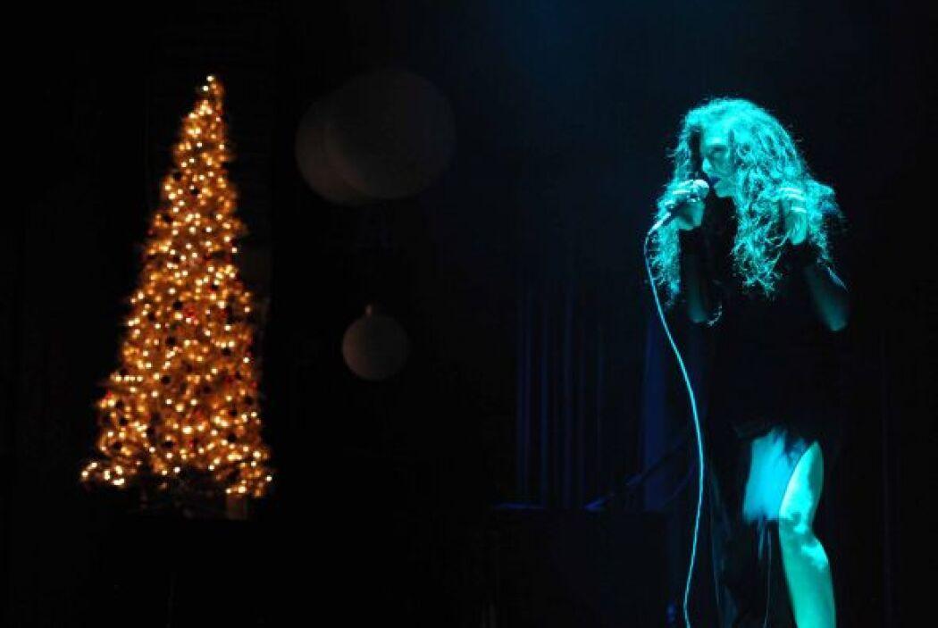 Estos artirtas fueron invitados a un concierto acústico navideño, pero c...
