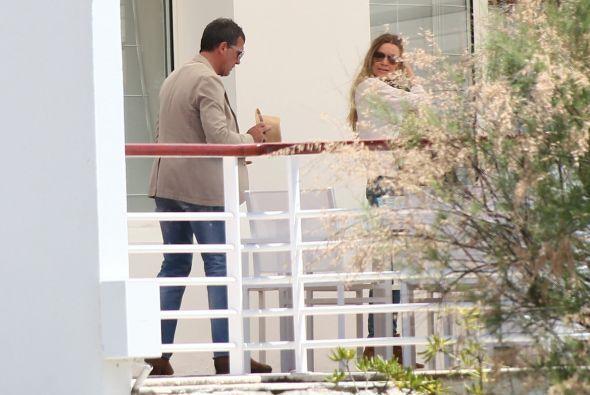 Antonio y su dama salieron a disfrutar el buen clima.Mira aquí los video...